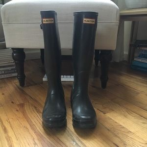 Hunter Tall Rain Boots Size 7 Dark Brown